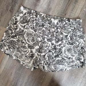 Old Navy / Black White Print Tie Front Shorts